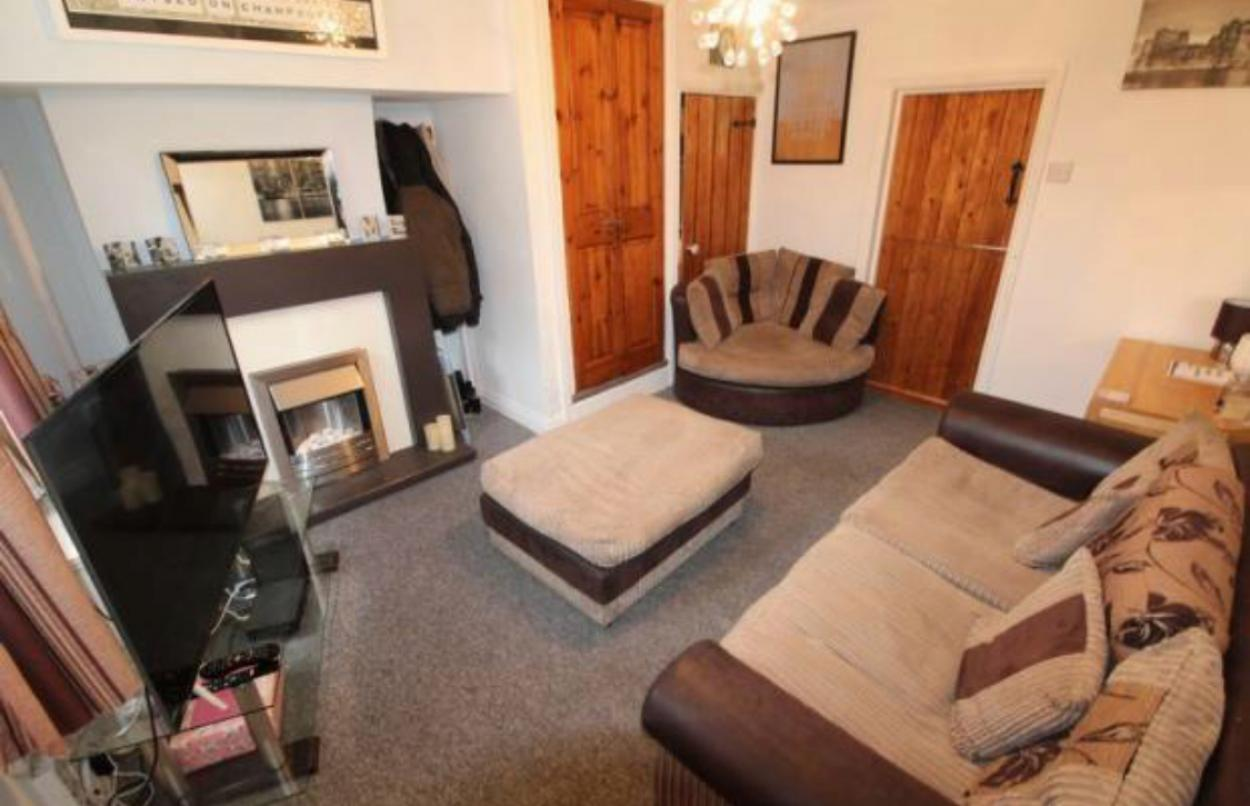 Frontend view in 2 Bedrooms Mid Terrace House,