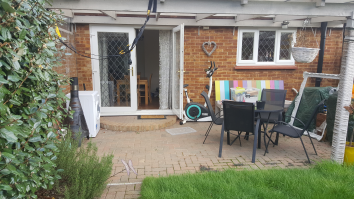 5 Bedrooms Mid Terrace House,