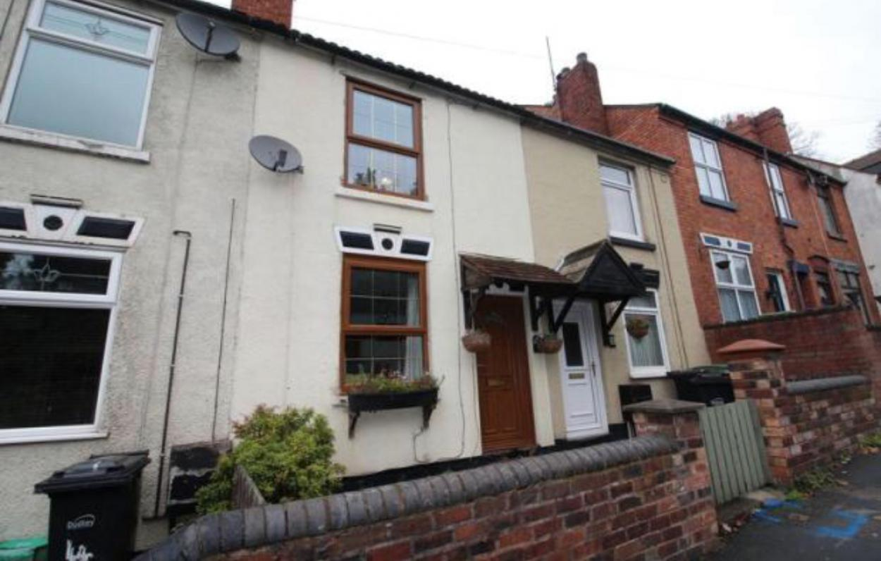 Master room in 2 Bedrooms Mid Terrace House,