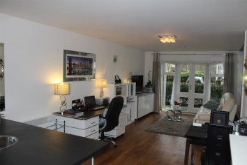 15 Lovely Modern 1 bed flat to rent in West Drayton