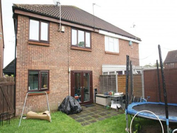 2 bedroom house to rent in Chafford Hundred with c2c trains to London