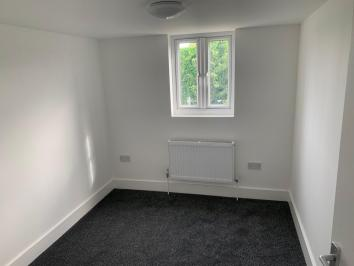 6 Bedrooms Mid Terrace House,